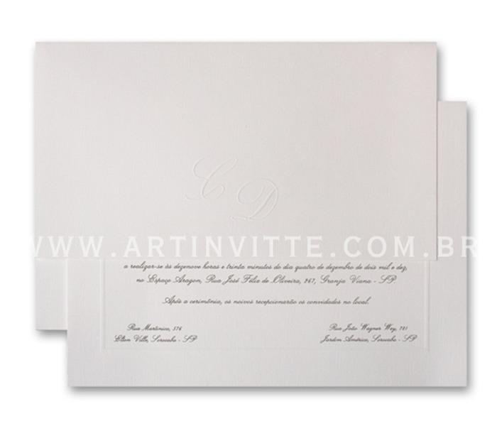 Convite de casamento - Toronto 21x29 Convite em papel Evenglow Branco Telado com impressão em relevo americano prata e Envelopo de Aba Reta Longa no mesmo papel com iniciais em Relevo Seco.