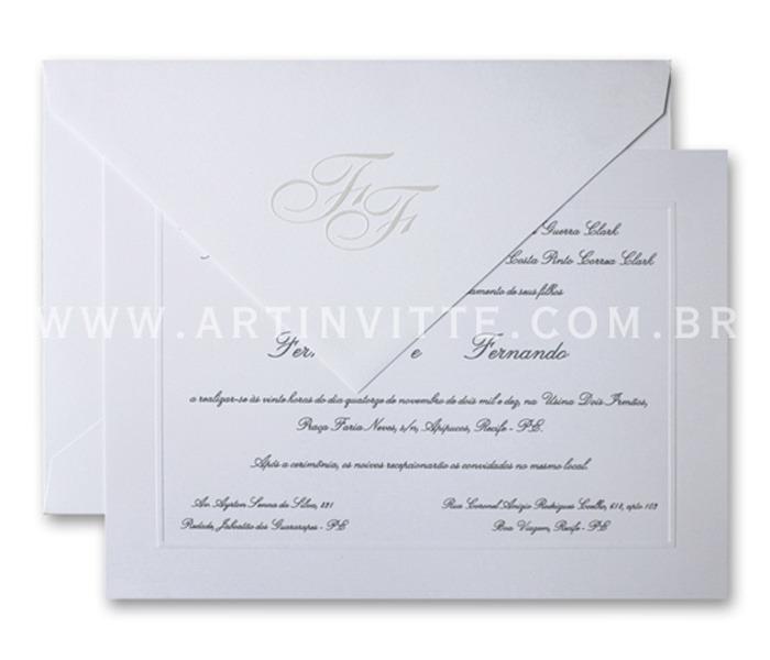 Convite de casamento - Toronto 21x29 Convite em papel Evenglow Branco Linear com impressão em relevo americano prata e Envelopo de Bico no mesmo papel com iniciais em Relevo Seco e tinta pérola.