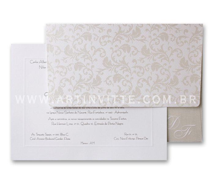 Convite de casamento - Toronto 21x29 Convite em papel Evenglow Branco Telado com impressão em relevo americano prata e Envelopo de Aba reta no mesmo papel com estampa de renda em pérola e iniciais em Relevo Seco.