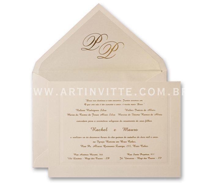 Convite de casamento - Toronto 18x24 em papel Color Plus Marfim 180g e impressão em relevo americano. O envelope de bico forrado com iniciais em hot stamping dourado
