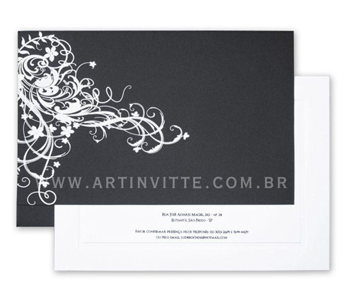 Convite de casamento - Toronto 18x24 em branco liso com texto em preto e envelope reto de aba reta longa em papel Color Plus Los Angeles (preto) com impressão de arabesco em epóxi branco.