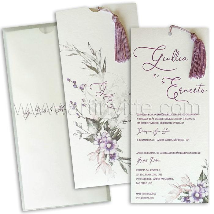 Convite de casamento vertical com flores, tassel e capa em vegetal