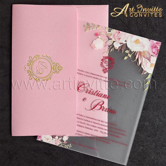 Convite de casamento em acrílico fosco com flores e texto em marsala.