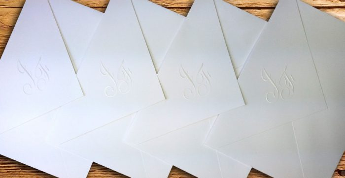 Formatos e modelos de envelopes para convites
